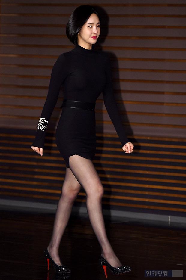 ▶ 김유미, '메니킹도 울고 갈 늘씬한 각선미'
