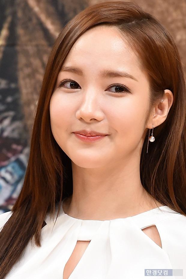 ▶ 박민영, '아이처럼 매끈한 피부에 눈길~'