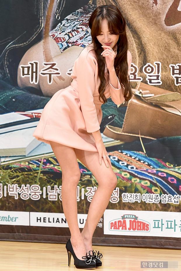 ▶ 정혜성, '늘씬한 각선미 뽐내며 도도한 유혹~'