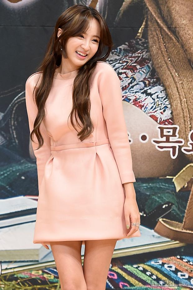 ▶ 정혜성, '어깨 으쓱 올리고 상큼한 미소~'