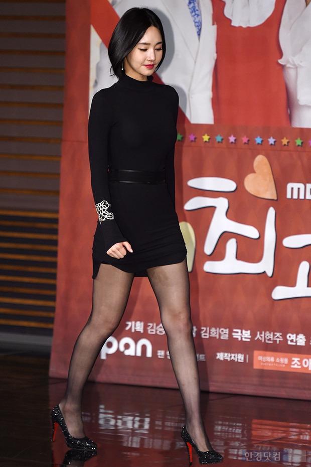 ▶ 김유미, '밀착 원피스에 드러난 볼륨 몸매'