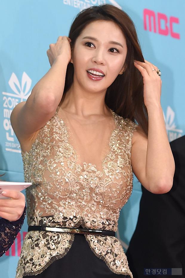 ▶ 레이양, '볼륨 몸매 강조한 드레스 입고~'