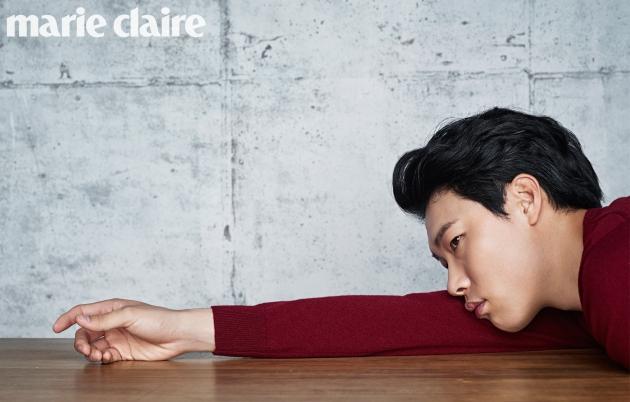 류준열 마리끌레르 화보 비하인드 컷 공개