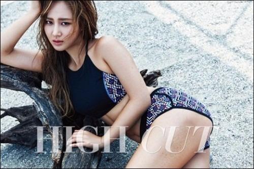 '동네의 영웅' 소시 유리, 수영복 입고 바닥에 누워서…'뭐하는 거야?'