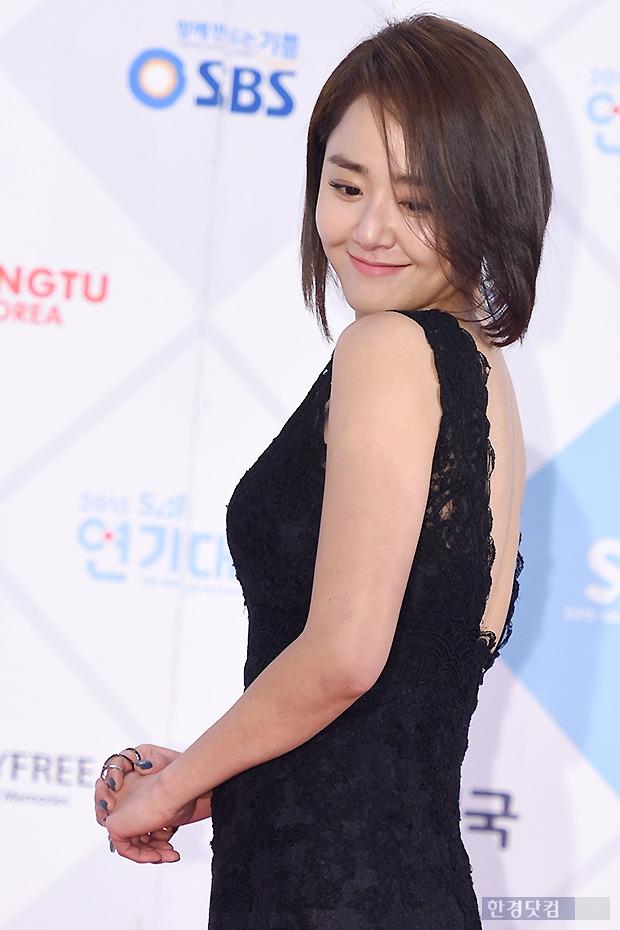 ▶ 문근영, '뒷모습 드러내며 수줍은 미소~'