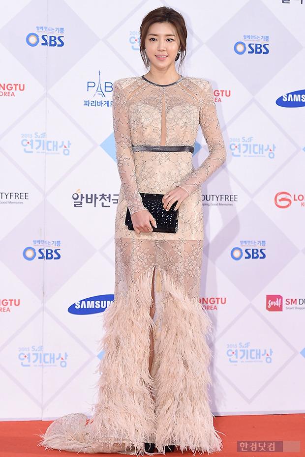 ▶ 박한별, '그녀만 소화할 수 있는 화려한 의상'