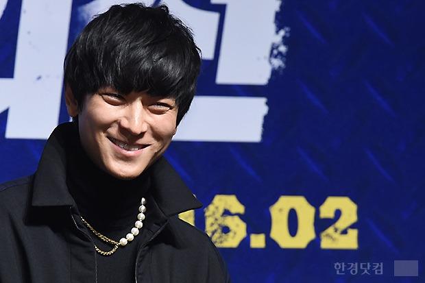 ▶ 강동원, '여자들 반하게 만드는 멋진 미소'