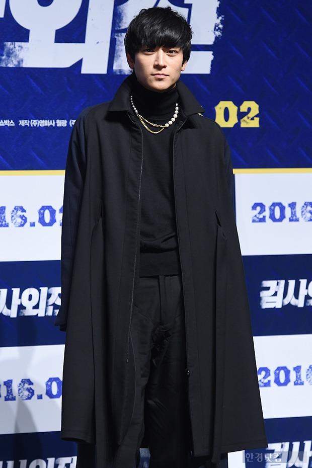 ▶ 강동원, '올블랙 패션도 빛나게~'