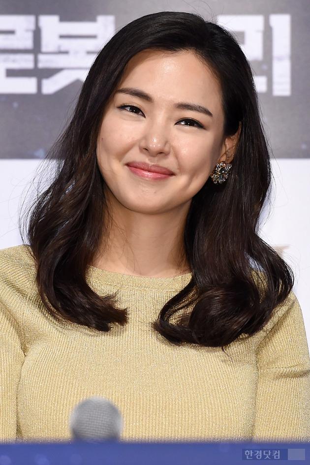 ▶ 이하늬, '눈길 사로잡는 매력적인 미소~'
