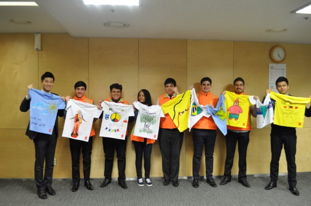 브라질 인턴사원이 필리핀 주민을 위해 제작한 희망 티셔츠. 현대건설 제공