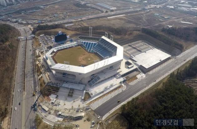 대구시 수성구 연호동에 완공된 대구라이온즈파크. (자료 대우건설)