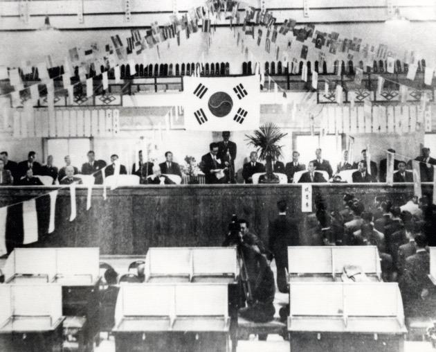 1956.3.3 대한증권거래소 증권시장개장(사진=한국거래소)