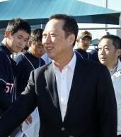 박용만 두산그룹 회장 사퇴, 박정원 회장 승계 /두산 홈페이지