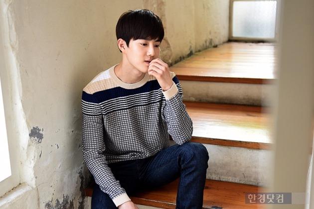 김준면이 21일 오후 서울 종로구 팔판동의 한 카페에서 포즈를 취하고 있다. / 사진 = 변성현 기자