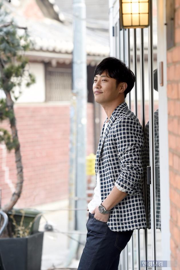 '태양의 후예'에 출연 중인 배우 진구가 한경닷컴과 인터뷰를 하고 있다. /사진=변성현 기자