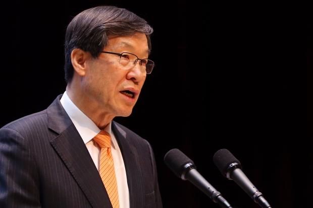 (서울=연합뉴스) 진연수 기자 = 권오준 포스코 회장이 11일 오전 서울 강남구 포스코센터에서 열린 제48기 포스코 정기주주총회에서 의장인사를 하고 있다.