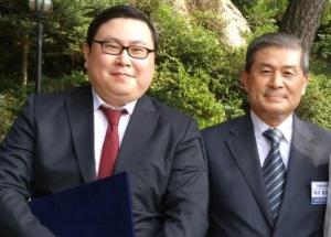 (왼쪽부터) 아이카이스트 김성진 대표와 수암연구센터 황우석 박사. (자료 = 아이카이스트)