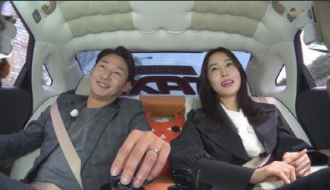 '택시' 이천수(왼쪽) 심하은 부부