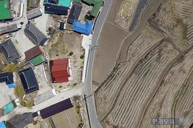 전라남도 구례군 산수유마을. 하늘에서 본 땅은 한 폭의 그림이다.