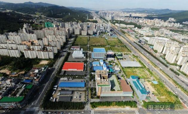 상업 업무시설 등을 갖춘 복합단지로 개발될 예정인 동천동 유통업무단지 전경.