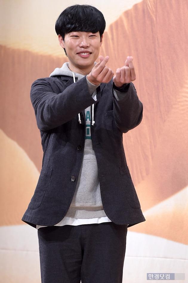 류준열이 영화 '택시운전사'에 출연을 확정했다.
