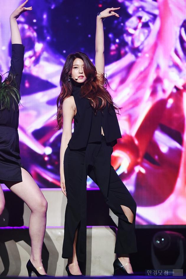 AOA 설현, '독보적인 분위기 뽐내며'