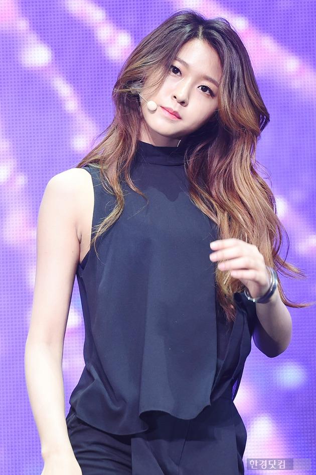 AOA 설현, '예쁘다고 말하기 입아플 정도야'