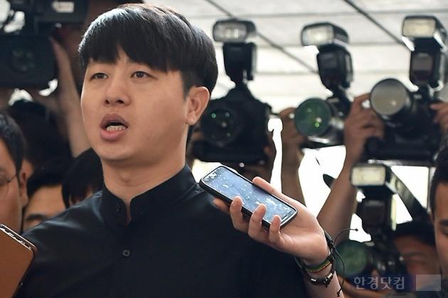 유상무 경찰 출석 / 사진 = 변성현 기자