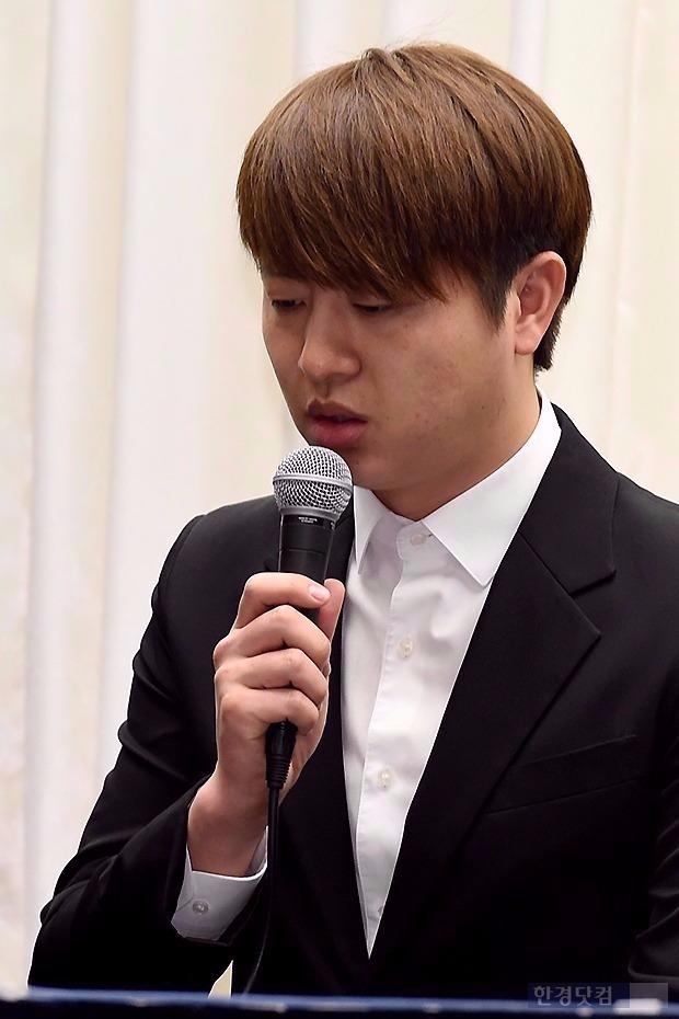 유상무 성폭행 논란에 '외개인' 하차 수순 /한경DB