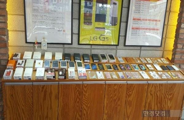 중소 휴대폰 유통점들은 지원금상한제 폐지시 스마트폰 가격이 하락하면서 자연스레 판매가 늘어날 것으로 보고 있다.