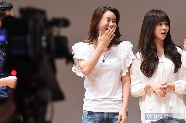 ▶ 박잎선, '동료들과 즐거운 미소~'