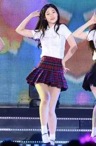 다이아 정채연, '교복입고 육감적 S라인'