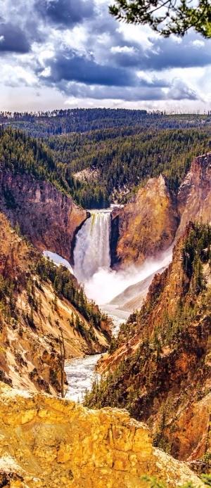 옐로스톤국립공원에서 가장 아름다운 폭포인 93m 높이의 로어 폭포. 미국관광청 제공
