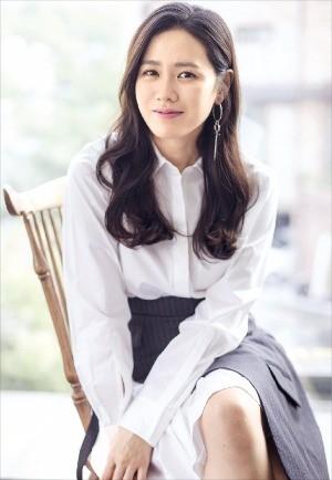 오는 23일 개봉하는 영화 '비밀은 없다'에서 엄마 연홍 역을 맡은 배우 손예진.
