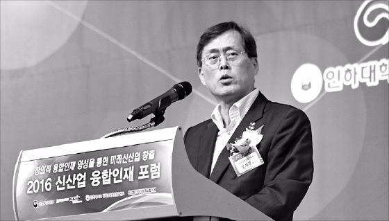 정재훈 한국산업기술진흥원장이 22일 서울 반포동 JW메리어트호텔에서 열린 '2016 신산업 융합인재포럼'에서 환영사를 하고 있다. 한국산업기술진흥원 제공