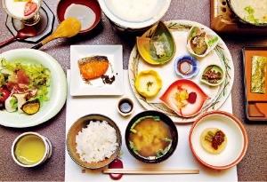 일본에서 가장 오래된 료칸인 게이운칸의 아침식사
