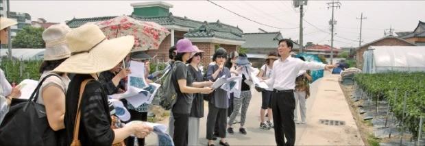 고준석 신한은행 PWM프리빌리지 서울센터장이 고객들에게 토지 투자에서 주의할 점을 설명하고 있다.