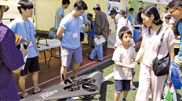 아주대는 드론산업 활성화를 위해 지난 25~26일 교내 운동장에서 수원시와 공동으로 드론 페스티벌을 열었다. 아주대  제공