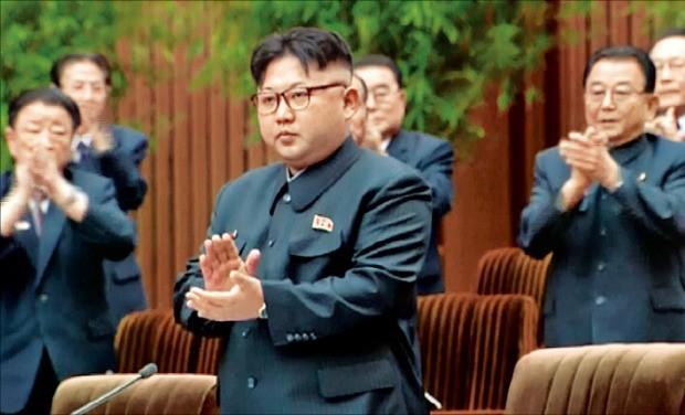 김정은 북한 노동당 위원장이 29일 열린 최고인민회의 제13기 제4차 회의에서 국무위원장에 추대됐다고 북한 조선중앙TV가 보도했다. 연합뉴스