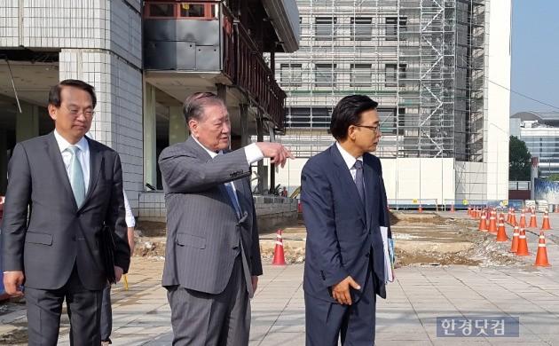 정몽구 현대차그룹 회장이 지난 8일 삼성동 글로벌비즈니스센터(GBC) 현장을 찾은 모습. (사진=현대차 제공)