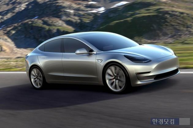 미국 전기차 업체 테슬라가 내년 말 출시하는 보급형 전기차 '모델3'. 올 상반기 중 전세계 사전계약만 40만대에 육박하는 인기를 끌었다. (사진=테슬라)