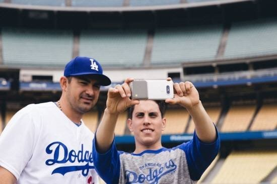 LG전자는 미국의 대중 스포츠인 야구를 통해 'G5와 프렌즈'의 혁신적인 모바일 경험을 알리고 있다/ 제공 LG전자