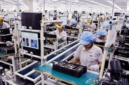 베트남은 인건비가 매우 저렴하고 노동 연령대가 낮다. 베트남 인구 총 9000만명 중 30세 이하 젊은이가 절반에 달하고, 인구 전체의 70%가 노동자다. 사진은 삼성전자 베트남 스마트폰 공장.