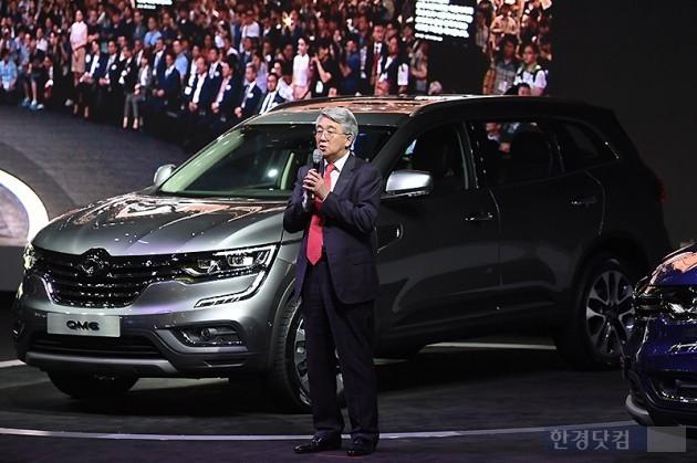 박동훈 르노삼성 사장이 6월초 부산모터쇼에서 신차 'QM6'를 소개하고 있다. (사진=변성현 기자)