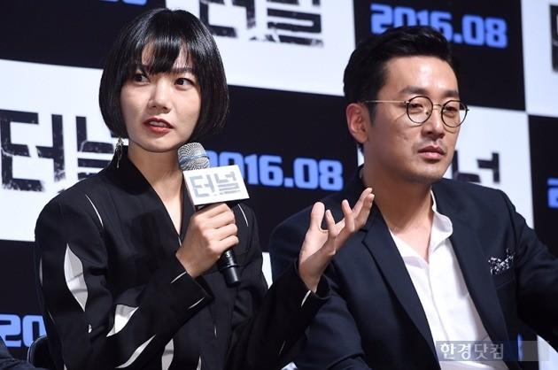 영화 '터널' 배두나 하정우 /사진=최혁 기자