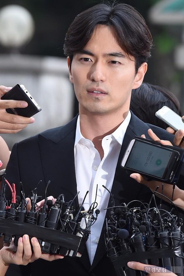 이진욱 경찰 출석 / 사진 = 변성현 기자