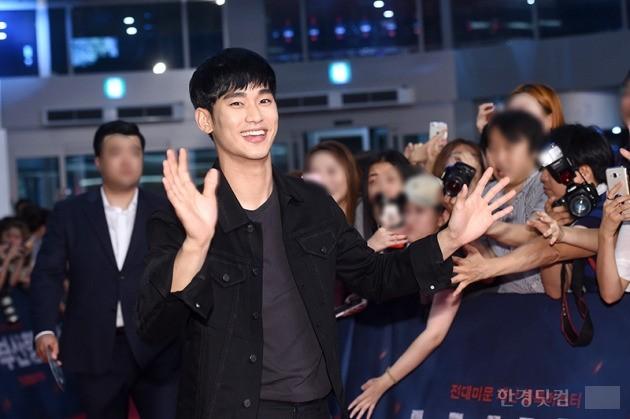 김수현, '팬들 만나 기뻐요~'