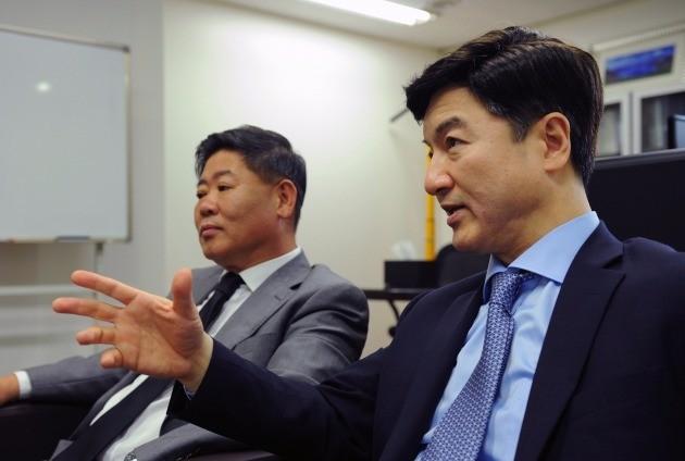 왼쪽부터 김브라이언 대표와 심한보 대표