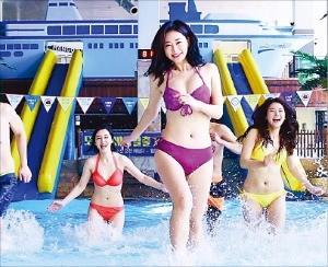 야외와 실내를 연결하는 원마운트의 수영장