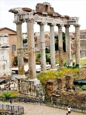 이탈리아의 포로 로마노(로마 공회장) 유적지